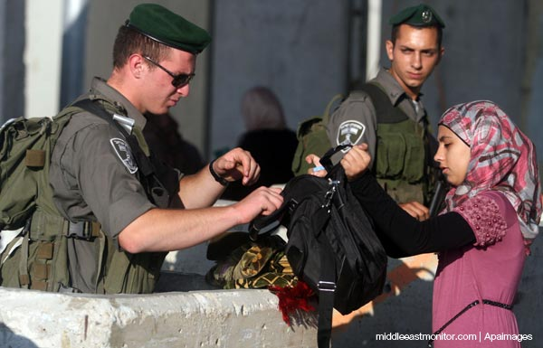 israeli-soldiers-checkpoint-palestinian-girl