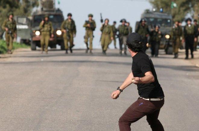 Palestinian-boy-brave