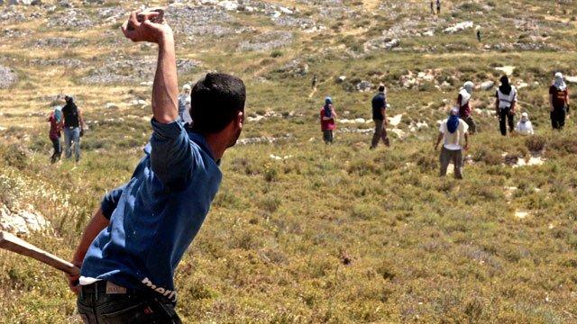Palestinians clash with Jewish settlers outside Oref village, Nablus, West Bank - 30 Apr 2013